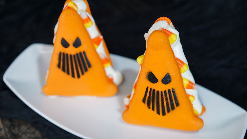Halloween-Time_DCA_Cozy-Cone_-Spoke-y-_081617_00740DN - desertchica